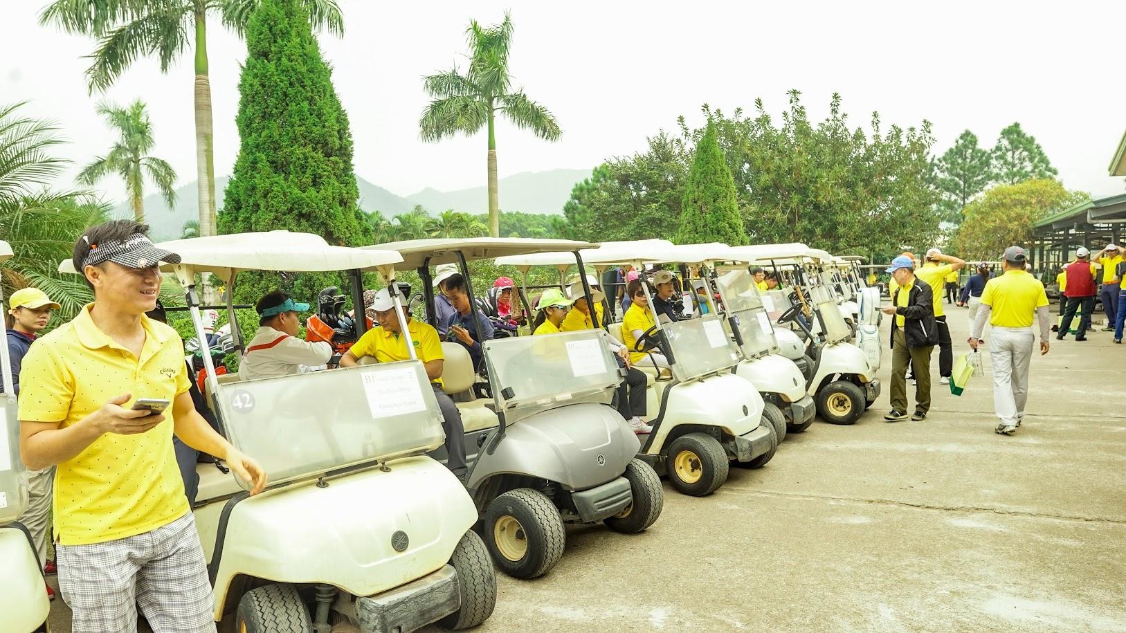 Xe golf đưa đón khách tham quan